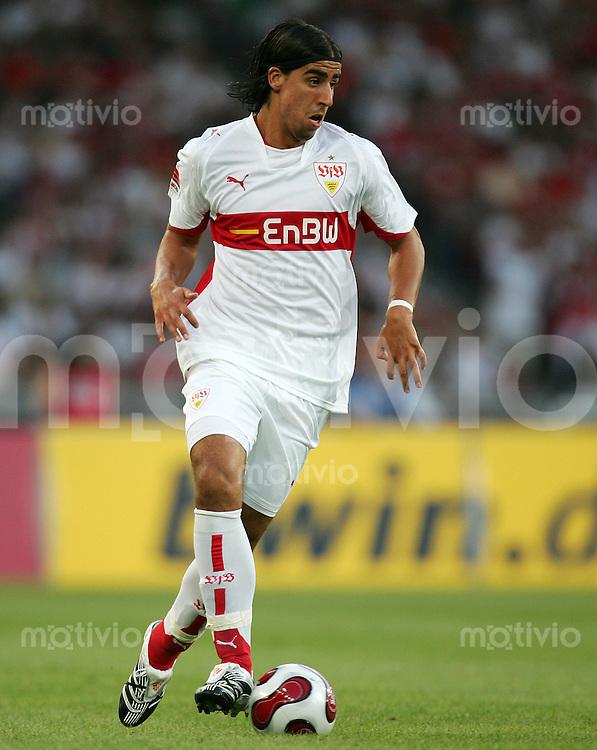 Fussball Premiere Ligapokal VFB Stuttgart - FC Bayern Muenchen Sami KHEDIRA (VFB), Einzelaktion am Ball.