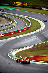 Vários pilotos são vistos contornando a curva S do Senna durante a o Grande Prémio do Brasil de Fórmula 1, em Interlagos, São Paulo. FOTO: Jefferson Bernardes/Preview.com