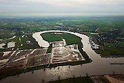 Nederland, Brabant, Gemeente Lith, 15-11-2010. Alphense Waard, vroegere Maasmeander, afgesneden na de Maasnormalisatie in de jarred '30 van de vorige eeuw. In de achtergrond het Maasland of Maaskant..Alphen holm, former Maas Meander cut after the Meuse Standardization in the 30s of the last century. .luchtfoto (toeslag), aerial photo (additional fee required).foto/photo Siebe Swart