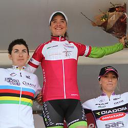 Podioum na de etappe met Marianne Vos nr 2 Giogia Bronzini en nr 3 Shelly Olds