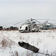 05-03-1996-Oekraine, Tsjernobyl. De verlaten satd Pripyat waar 20 jaar geleden een ontploffing ontstond in een kernreactor. Dit met gevolge dat er een kernramp onstond en het gebied tot op de dag van vandaag eigenlijk niet bewoonbaar is.<br />Op deze foto zie je de restanten van helicopters en trucks van het leger. Deze zijn achtergebleven na de ramp.<br />Foto: Sake Elzinga/Hollandse Hoogte