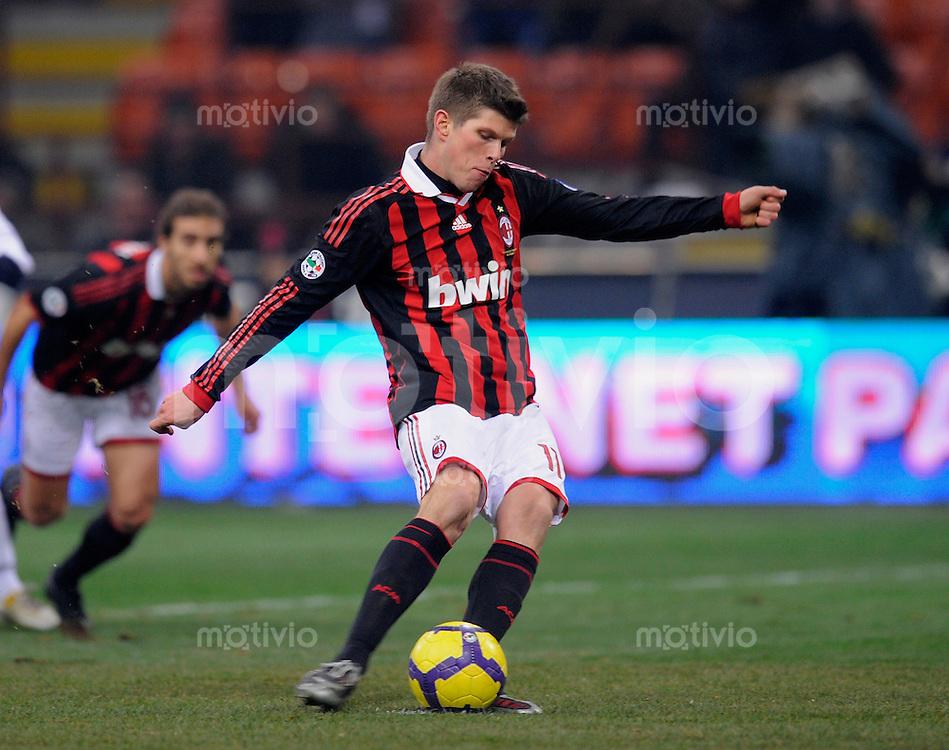 FUSSBALL INTERNATIONAL SERIE A SAISON 2009/2010  06.01.2010 AC Mailand - CFC Genua 1893 Klaas Jan Huntelaar (AC) am Ball