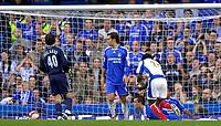 Photo: Daniel Hambury.<br />Chelsea v Portsmouth. The Barclays Premiership. 21/10/2006.<br />Portsmouth's Benjani Mwaruwari scores to make it 2-1.