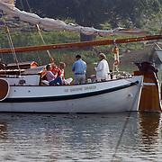 Koninging Beatrix gaat varen met de Groene Draeck, Prins Constatijn, Prinses Laurentien, dochter Eloise en zoon Claus-Casimir, Prins Johan Friso en Mabel Wisse Smit