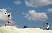 Turkije, Cappadocie, 8-6-2011Laatste mode in het fotogaferen van jezelf in een toeristische omgeving: springend of vliegend met de armen...Foto: Flip Franssen