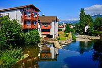 France, Pyrénées-Atlantiques (64), Pays Basque,  Saint-Jean-Pied-de-Port, la rivière Nive de Béhérobie // France, Pyrénées-Atlantiques (64), Basque Country, Saint-Jean-Pied-de-Port