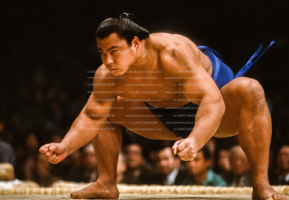 FUKUOKA, JAPAN - NOV 1983:  Chiyonofuji Mitsugu, born as Akimoto Mitsugu, competes in a match during the 1983 Kyushu Basho sumo wrestling tournament held in November 1983 at the Fukuoka Kokusai Center in Fukuoka, Japan.  (Photo by David Madison/Getty Images) *** Local Caption *** Chiyonofuji