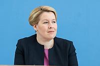 """09 APR 2020, BERLIN/GERMANY:<br /> Franziska Giffey, SPD, Bundesfamilienministerin, Pressekonferenz """"Unterrichtung der Bundesregierung zur Bekämpfung des Coronavirus"""", Bundespressekonferenz<br /> IMAGE: 20200409-01-021<br /> KEYWORDS: BPK"""