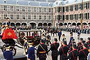 """Aankomst koninklijke familie in de gouden koets bij de Ridderzaal op Prinsjesdag 2012. /// Arrival royal family in the golden coach at the Riddrerzaal on """"Prinsjesdag""""in The Hague<br /> <br /> Op de foto / On the photo: Prinses Margriet en Pieter van Vollenhoven arriveren samen met prins Constantijn en prinses Laurentien"""