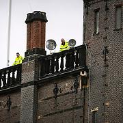 NLD/Den Haag/20130917 -  Prinsjesdag 2013, politie op de daken van het Binnenhof
