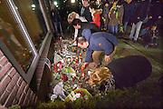 Nederland, Nijmegen, 24-2-2015Stille tocht voor de 21 jarige Mariska Peters. Zij werd zondagochtend dood gevonden in natuurgebied de Hatertse Vennen. Ze is vermoedelijk door een misdrijf om het leven gebracht. Voorop lopen haar ouders in de stoet. Haar vader draagt een foto van zijn vermoorde dochter. Bij het ouderlijk huis werden bloemen gelegd. De tocht eindigde met het oplaten van balonnen.FOTO: FLIP FRANSSEN/ HOLLANDSE HOOGTE
