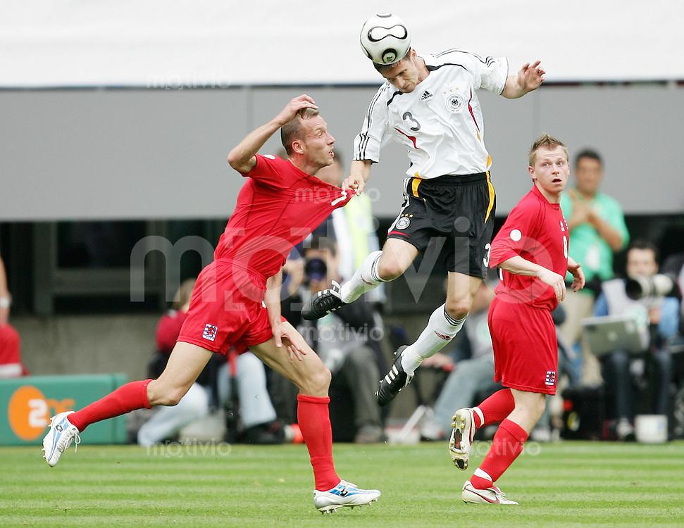 Fussball International  Freundschaftsspiel    Deutschland - Luxemburg Arne FRIEDRICH (re, GER) gegen Jeff STRASSER (li, Lux)