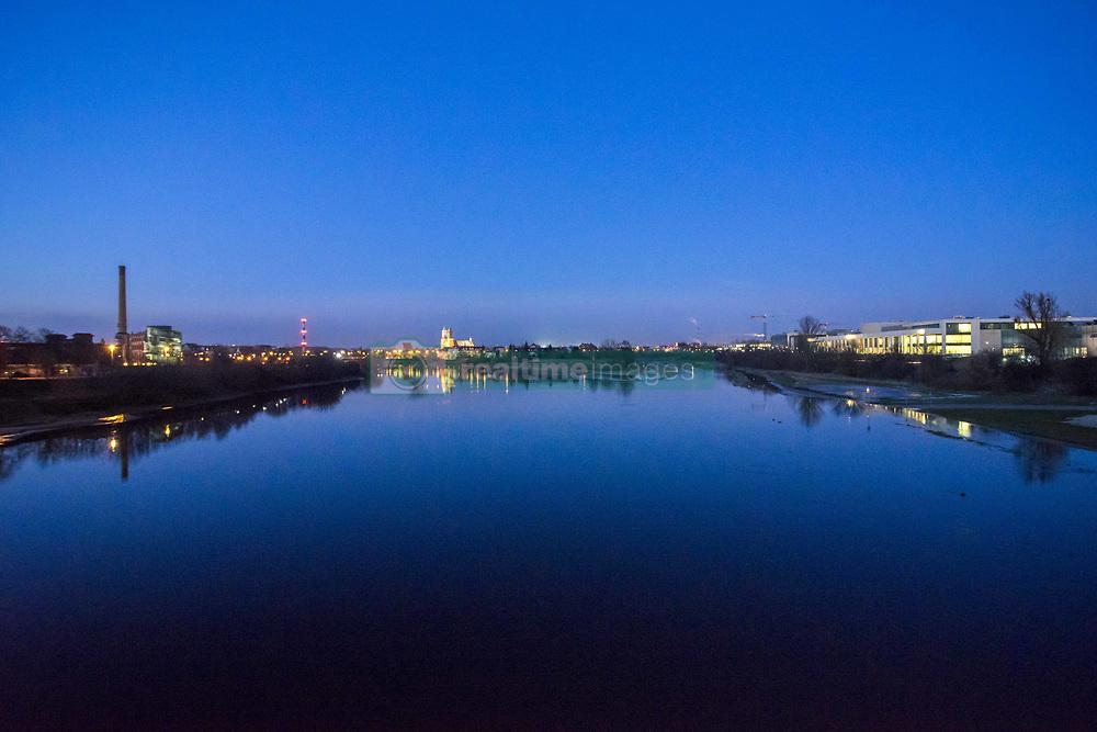 February 6, 2018 - Poznan, Wielkopolska, Poland - February 6, 2018 - Poznan, Poland - Water level of the Warta River is about the warning level. (Credit Image: © Dawid Tatarkiewicz via ZUMA Wire)
