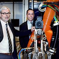 Nederland, Harderwijk , 4 april 2014.<br /> AWL Techniek in Harderwijk.<br /> Topman van AWL Piet Mosterd (links) legt pwcjer Marc Sandelowsky het een en ander uit qua techniek bij AWL Harderwijk.<br /> AWL is leverancier van machines die aan de hoogste kwaliteitseisen voldoen en waarmee een aanmerkelijke productiviteitsverbetering verzekerd is. Ontwikkelaar van uitgekiende lassystemen, waarmee uw organisatie zich écht kan onderscheiden.<br /> <br /> Foto:Jean-Pierre Jans
