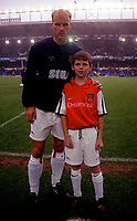 Dennis Bergkamp with the Arsenal mascot. Everton v Arsenal. FA Premiership 18/11/2000. Credit: Colorsport / Andrew Cowie.