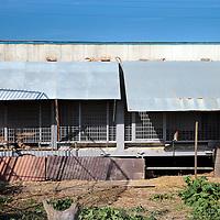 Frankrijk Lieusaint,21 mei 2015.<br /> Stichting AAP die zich inzet voor opvang en welzijn van verwaarloosde dieren waaronder diverse apensoorten haalt nu verwaarloosde 2 tijgers en 2 leeuwen op bij een failliete circus in het plaatsje Lieusaint in de buurt van Parijs om ze vervolgens een betere toekomst te geven in opvangcentrum Primadomus in de buurt van Alicante Spanje<br /> Op de foto: Het oude onderkomen van de roofdieren bij voormalig circusbaasje Bouillon.<br /> <br /> <br /> <br /> Foto: Jean-Pierre Jans