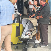 NLD/Eindhoven/20170608 - Henk Bleker en partner Barbara Rijlaarsdam komen terug van vakantie met hun baby (TELEFOONKWALITEIT)