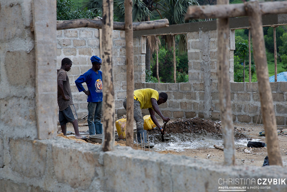 Workmen are busy mixing cement on the construction site for the extension of the Primary Health Care Complex Koinaduou District in Makeni (July 18, 2016). <br /> <br /> The building of the new extension is funded by the European Union. (July 18, 2016)<br /> <br /> The MDG Initiative in Sierra Leone - Bridging the gaps to attain MDG 4 and 5:<br /> The desired impact of the program is to contribute to the reduction of the mortality and morbidity of children under 5, infants, newborn and pregnant women in the next three years.