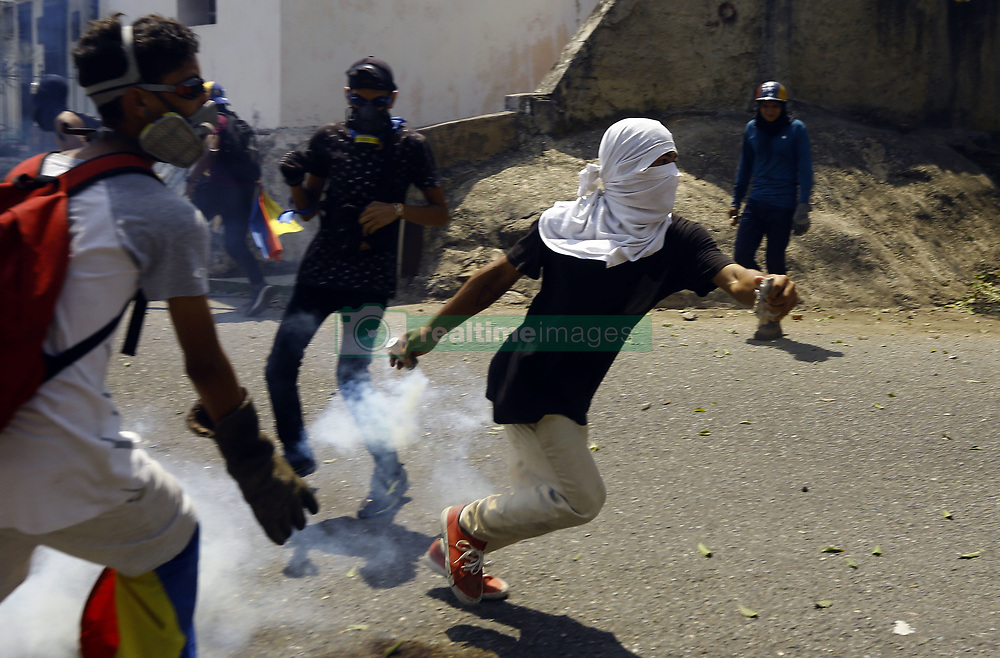 May 1, 2019 - Valencia, Carabobo, Venezuela - May 01, 2019. Venezuelans concentrated in support of Juan Guaido, interim president of Venezuela, Quiicolas Maduro. The police and National Guard Bolivariana repressed the protest that was generated by a group of people after the concentration, there were detainees and direct aggression to the press. The concentrations were carried out in each city of the country, the photos correspond to the city of Valencia, Carabobo state. Photo: Juan Carlos Hernandez (Credit Image: © Juan Carlos Hernandez/ZUMA Wire)