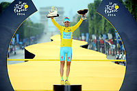 Sykkel<br /> NIBALI Vincenzo (ITA - Astana Pro team) pictured with the yellow jersey during the final podium ceremony of the 101th edition of the Tour de France 2014 from Evry  Paris (137,5 km) *** FRANCE 27/07/2014 Biker Pierre Velaerts <br /> <br /> Norway only