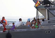 Excl: Spanish customs and coast guards inspect Cristiano Ronaldo's mega yacht - 13 July 2017