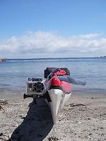 GoPro video camera on kayak - GoPro videokamera er festet til bauen på en havkajakk