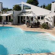 NLD/Eemnes/20060921 - Perspresentatie de Gouden Kooi, villa + zwembad