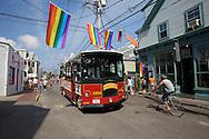 UNITED STATES-CAPE COD-PROVINCETOWN-Tourist bus. PHOTO: GERRIT DE HEUS..VS-CAPE COD-PROVINCETOWN-Toeristenbus in de hoofdstraat. PHOTO  GERRIT DE HEUS
