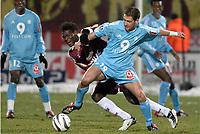 FOOTBALL - FRENCH CHAMPIONSHIP 2003/04 - 27/01/2004 - FC METZ v OLYMPIQUE  MARSEILLE - RUDOLF SKACEL (OM) / DINO DJIBA (METZ) - PHOTO PHILIPPE  LAURENSON / FLASH PRESS<br />  *** Local Caption *** 40001012