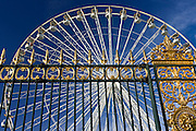 Place de la Concorde ferris wheel, La Grande Roue, seen through railings of Les Jardin de Tuileries, Paris, France