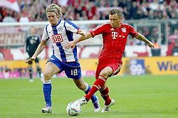 15.10.2011, Allianz Arena, Muenchen, GER, 1.FBL,  FC Bayern vs Hertha BSC Berlin, im Bild Peter Niemeyer (Hertha #18) im kampf mit Ivica Olic (Bayern #11)  // during the match FC Bayern vs Hertha BSC Berlin, on 2011/10/15, Allianz Arena, Munich, Germany, EXPA Pictures © 2011, PhotoCredit: EXPA/ nph/  Straubmeier       ****** out of GER / CRO  / BEL ******