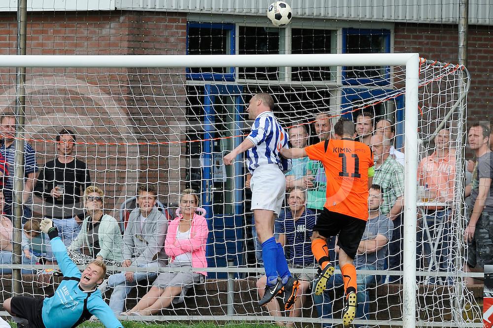 LEMELE - voetbal<br /> Foto: voetbal, nacompetitie Lemele - Sportlust Glanerbrug.<br /> nummer 3 kopt bal uit open goal.<br /> FFU PRESS AGENCY COPYRIGHT SANDER UIJLENBROEK