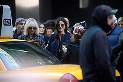 October 26, 2016 - New York, New York, USA - Cate Blanchett und Sandra Bullock bei den Dreharbeiten zun Kinoflim 'Ocean's Eight' in den Straßen von New York, 26.10.2016 (Credit Image: © Future-Image via ZUMA Press)