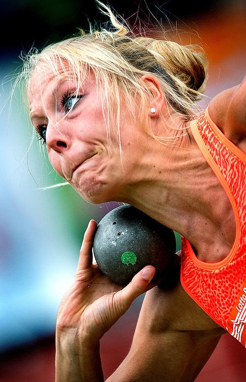 Nederland, Lisse, 09-05-2015.<br /> Atletiek, Ter Specke Bokaal, Kogelstoten, Vrouwen.<br /> Meerkampster Nadine Broersen tijdens het kogelstoten.<br /> Foto: Klaas Jan van der Weij