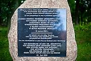 Tablica upamiętniająca pamięć Henryka hrabiego Lehndorffa, ostatniego dziedzica Sztynortu