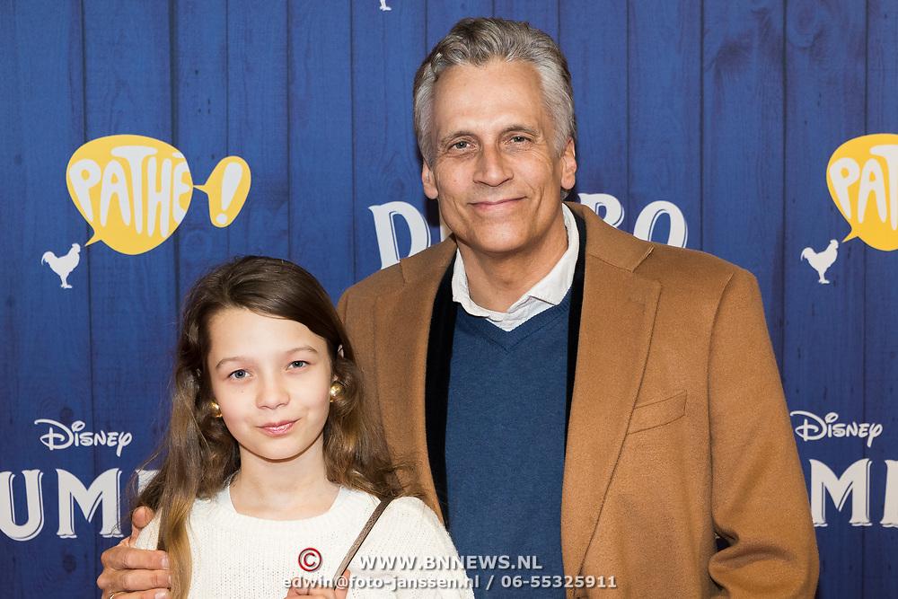 NLD/Amsterdams/20190326 - Filmpremiere Dumbo, Robert Schoemacher en dochter Livia