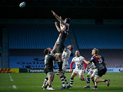 Ed Holmes of Bristol Bears competes at a lineout with Glen Young of Harlequins - Mandatory by-line: Matt Impey/JMP - 26/12/2020 - RUGBY - Twickenham Stoop - London, England - Harlequins v Bristol Bears - Gallagher Premiership Rugby