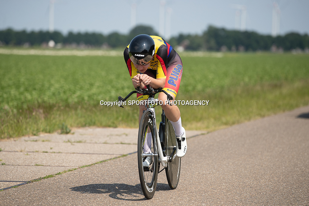 EMMEN (NED) June 16: <br /> CYCLING <br /> Loes Adegeest (Deventer) on her way to the title
