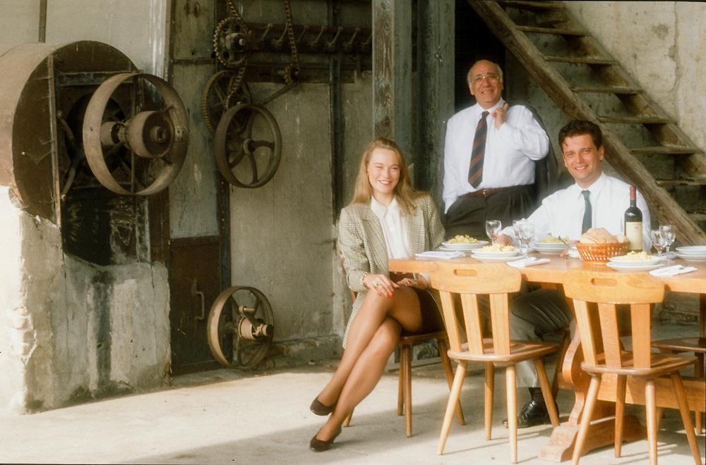17 OCT 1991 - San Giovanni Lupatoto (VR) - Giovanni Rana, industriale della pasta, con il figlio Gianluca e la nuora.