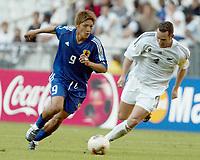 FOOTBALL - CONFEDERATIONS CUP 2003 - GROUP A - 1ST ROUND - NEW ZEALAND v JAPAN- 030618 - YOSHITO OKUBO (JAP) / CHRIS ZORICICH (NZL) - PHOTO STEPHANE MANTEY /DIGITALSPORT