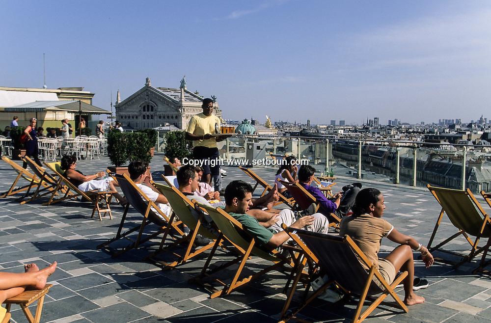 France. Paris. 9th district. solarium on  the Printemps  deartment store roof top./ cafe restaurant sur le toit du Printemps