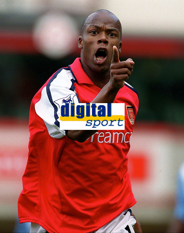 Sylvian Wiltord celebrates scoring his and Arsenals 1st goal. Arsenal 2:1 Coventry City, F.A. Carling Premiership, 16/9/2000. Credit: Colorsport / Paul Roberts.