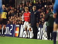 Fotball: Junichi Inamoto, Arsenal with Arsene Wenger. Arsenal v Bayer Leverkusen. Champions League. 27.02.2002. <br />Foto: Andrew Cowie, Digitalsport