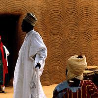 AFRICA   Palace scenes