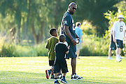 January 30 2016: Oakland Raiders safety Charles Woodson and sons arrive for the last Pro Bowl practice at Turtle Bay Resort on Oahu, HI. (Photo by Aric Becker/Icon Sportswire)