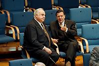 21.01.1999, Deutschland/Bonn:<br /> Helmut Kohl, CDU, Bundeskanzler a.D., und Gerhard Schröder, SPD, Bundeskazler, im Gespräch, während der Bundestagsdebatte zur Finanz- und Wirtschaftspolitik auf den hinteren Stuhlreihen der CDU-BT Fraktion, Plenum, Deutscher Bundestag, Bonn<br /> IMAGE: 19990121-01/03-28<br /> KEYWORDS: Gerhard Schroeder