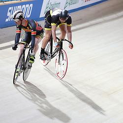 16-12-2016: Wielrennen: NK baanwielrennen: Apeldoorn<br /><br />in het tweede wiel Hugo Haak die zich plaatst voor de kwart finale