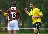 """20010715: Andreas Ottosson jubler """"hemningsløst"""" etter 2-0 til Start."""