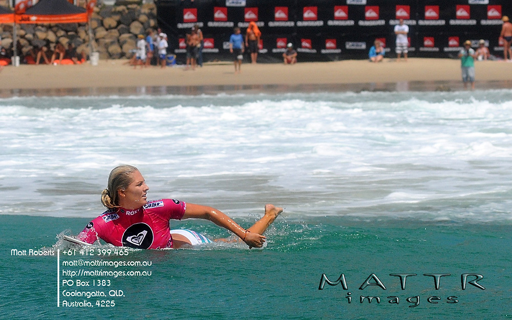 Gold Coast, Australia - March 4: Steph Gilmore checking out Tyler Wrights ride during the round 3 of the Roxy Pro Gold Coast 2010 at Snapper Rocks on the Gold Coast, March 4, 2010 Photo by Matt Roberts/MATTRimages.com.au   Image ID: MTR_9037.jpg