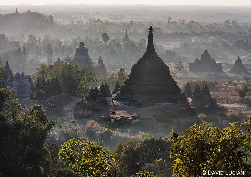 Sunset over Mrauk U with view on the 61m high Ratana Pon stupa.